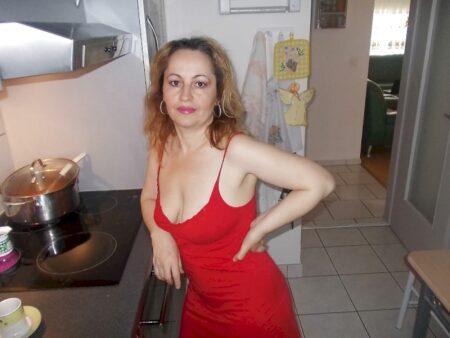 Cougar sexy dominatrice pour mec qui obéit
