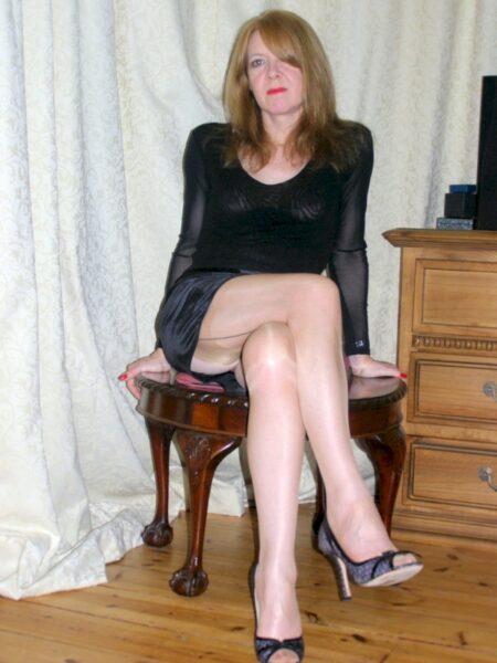 Femme cougar sexy vraiment très en manque recherche un mec pudique