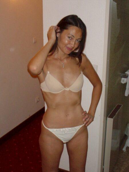 Femme libertine asiatique soumise pour homme directif de temps à autre dispo