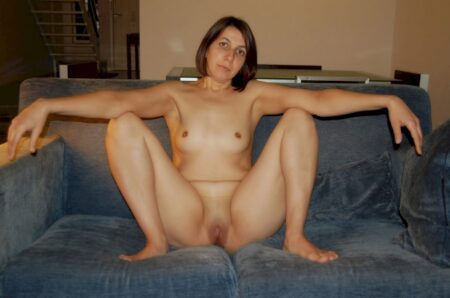 jeune femme coquine dominante pour amant qui se soumet
